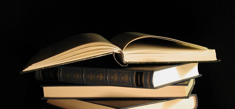 books-1254688.jpg